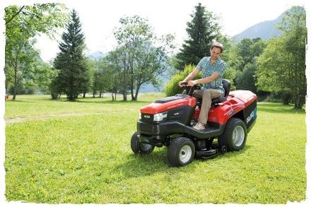 Трактор-газонокосилка садовая